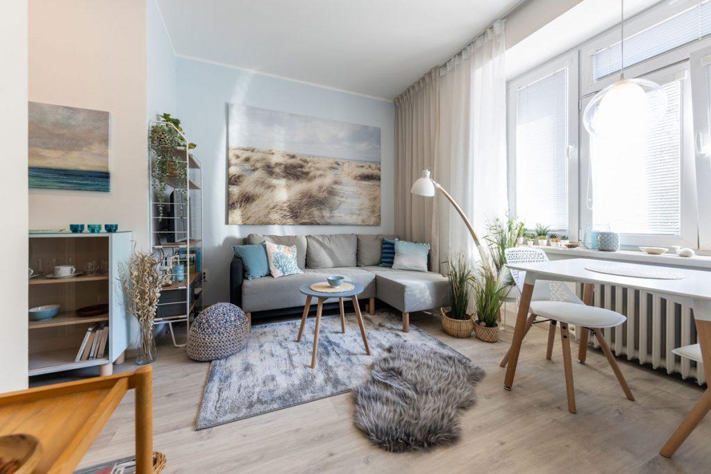 Svieži interiér v štýle Stredomoria a škandinávskeho dizajnu