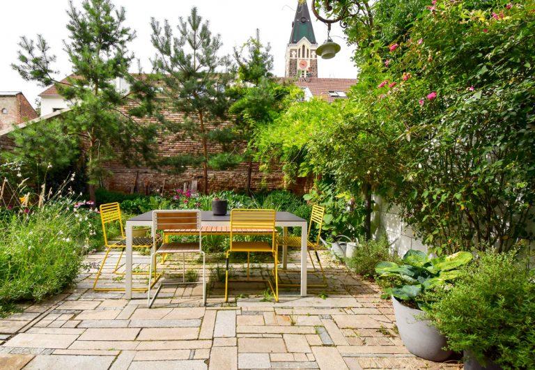 Táto mestská záhradka je príkladom ako pracovať smalým dvorom vo vnútrobloku