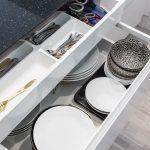 Spodné kuchynské skrinky splným výsuvom apraktickým vnútorným členením