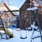 prírodná záhrada s detským ihriskom
