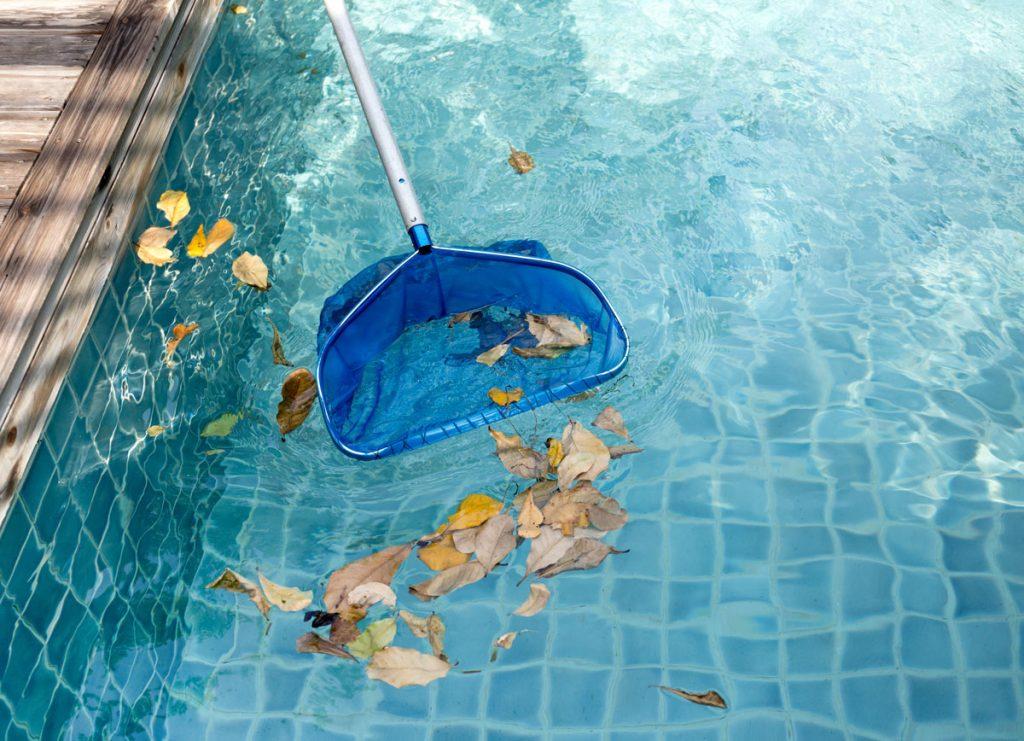 Ako pripraviť bazén na nové sezónu: odstránenie nečistôt z vody