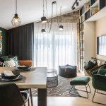 otvorený priestor kuchyne a obývačky ladený do botanického štýlu