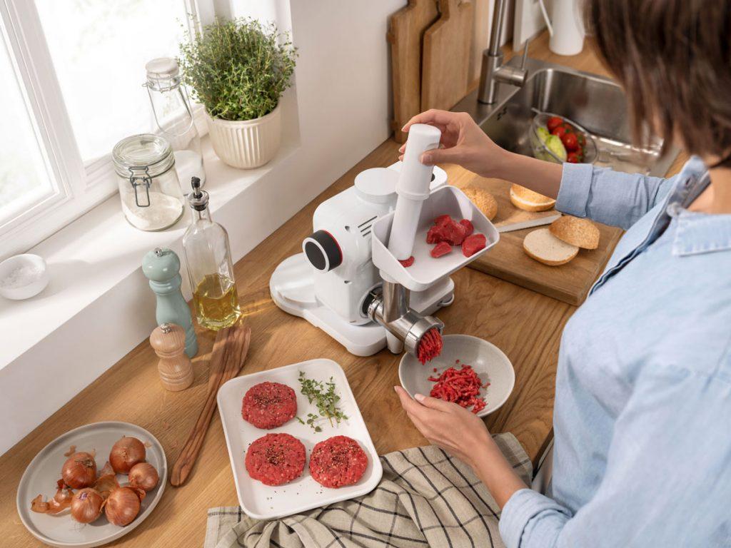 Bosch MUM Serie2 s nadstavcom na mletie mäsa