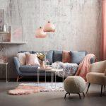 Farebné interiérové trendy: Obývačka v pastelových farbách s ružovými textíliami