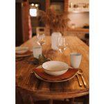 Rustikálny prestretý stôl v kuchyni Márie Bartalos
