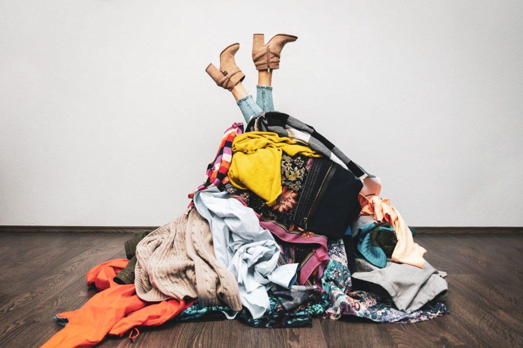 upratovanie domácnosti: vytriedenie vecí zo šatníka