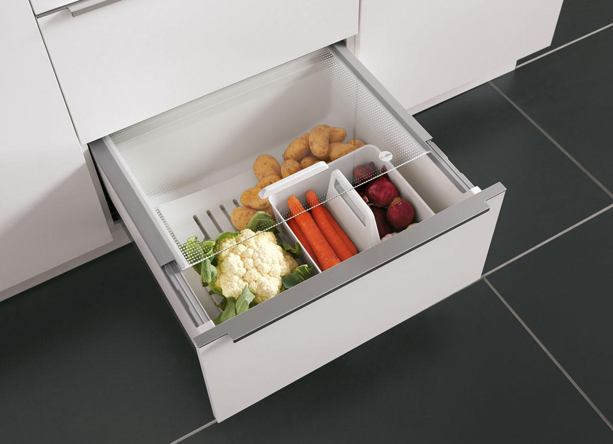 tipy na zmenu v kuchyni pre menší aj väčší rozpočet: odkladací box na skladovanie ovocia a zeleniny v kuchynskej zásuvke