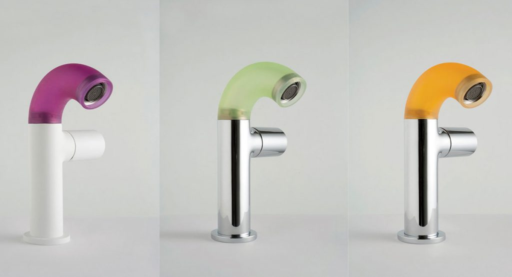tipy na zmenu v kúpeľni pre menší aj väčší rozpočet: farebné kúpeľňové batérie s ohybným svietiacim krkom