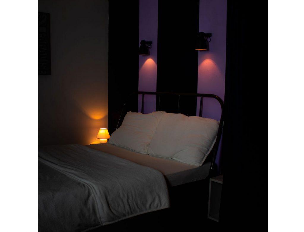 plnospektrálne osvetlenie: Osvetlenie spálne oranžovým svetlom