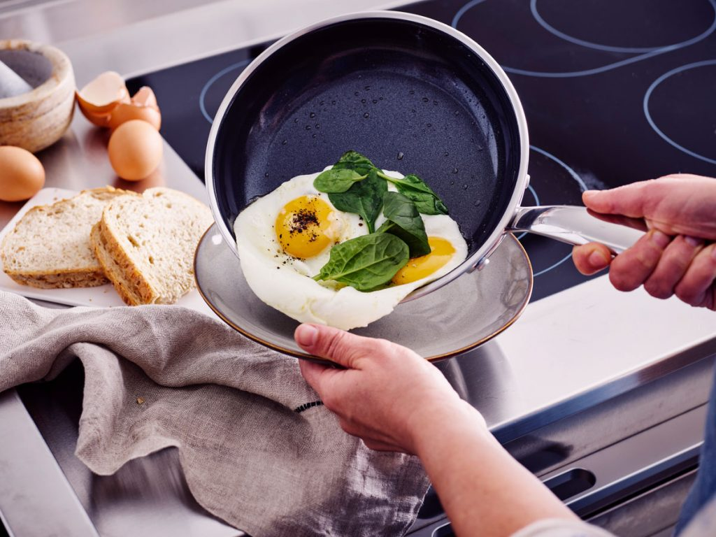 nepriľnavá panvica GreenPan: varenie s minimom tuku
