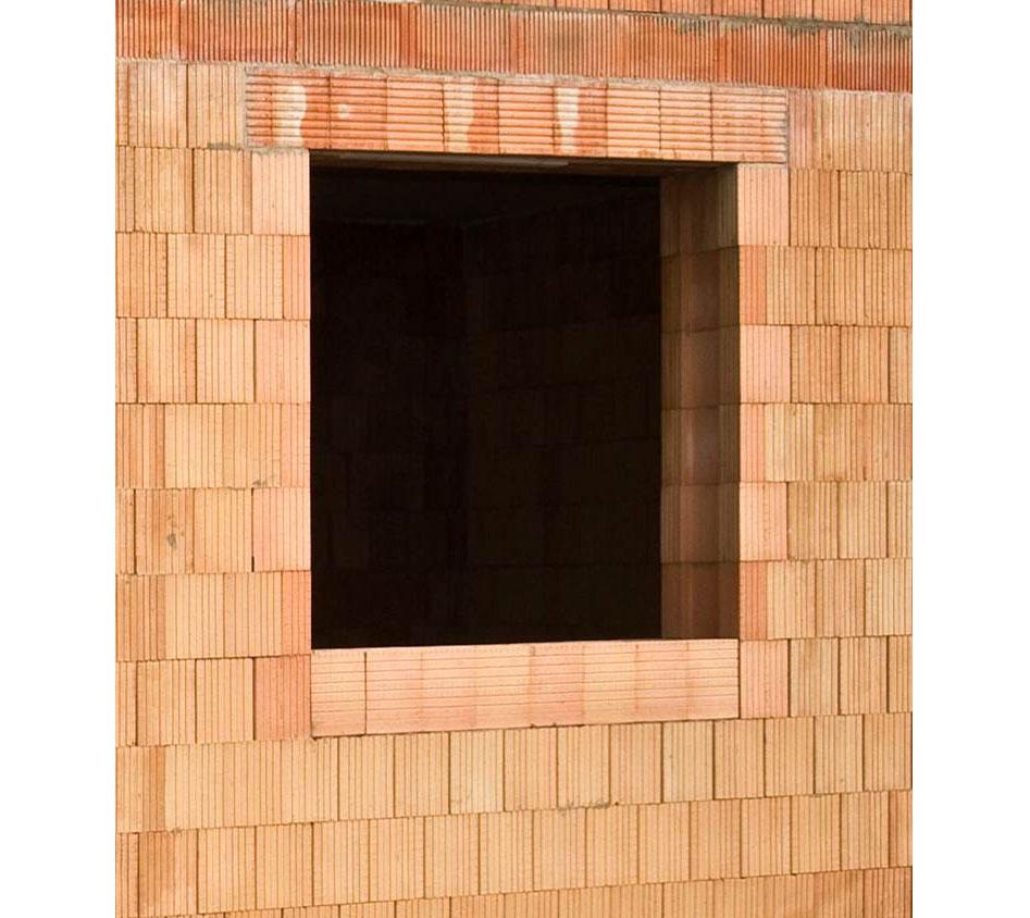 Okenný otvor vytvorený pomocou koncových tehál a prekladov Porotherm KP
