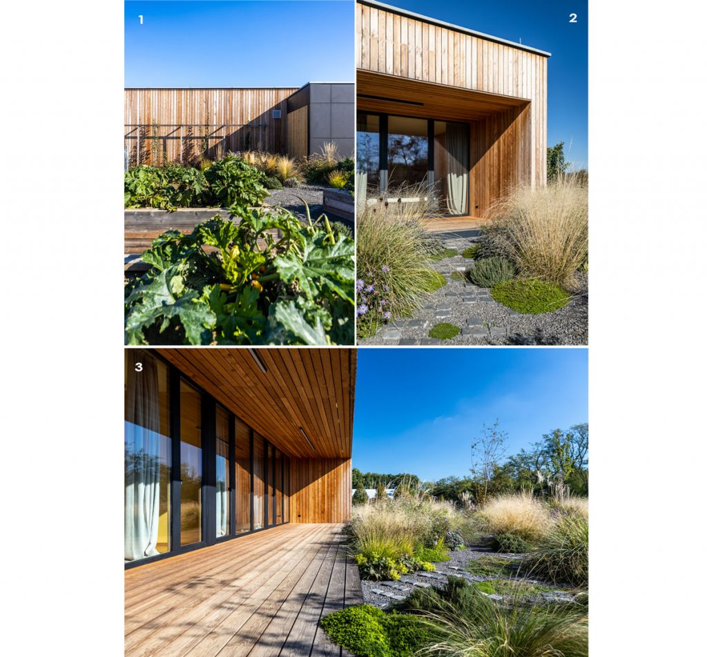 drevostavba rodinného domu s okrasnou záhradou a úžitkovými vyvýšenými záhonmi