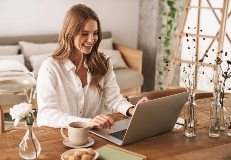 Pracujete z domu? Ako zefektívniť svoj výkon a vytvoriť si príjemné pracovné prostredie
