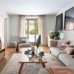 Obývačka v zemitých farbách.
