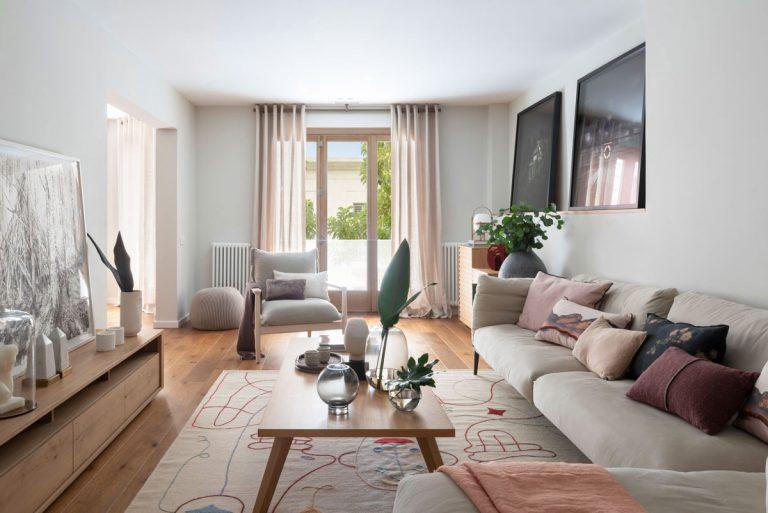Jedinečný klenot Barcelony! Interiér vystavaný na zemitých farbách a prírodných materiáloch (video)
