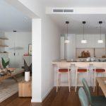 prírodne ladená obývačka a kuchyňa v zemitých farbách, doplnená o kuchynský ostrovček