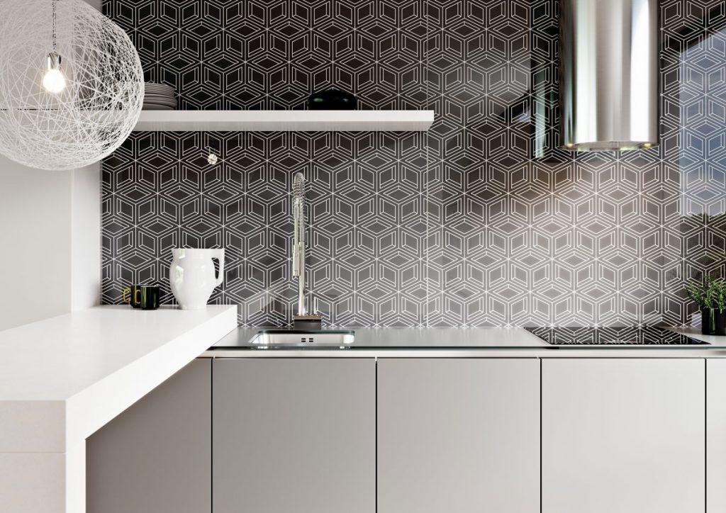 Obklad kuchynskej steny z grafoskla s geometrickým vzorom
