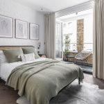obývačka v prírodnom štýle v neutrálnych farbách bielej, hnedej, čiernej a sivej