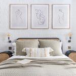 prírodná spálňa s vypletaným čelom postele a vypletanými dvierkami nočných stolíkov, s bielou tehlovou stenou a nočnými lampami s priznanými žiarovkami