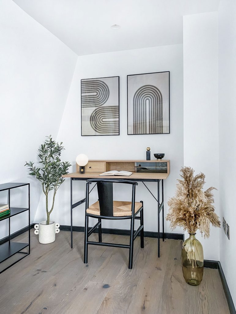 atypický podkrovný priestor využitý ako pracovný kútik
