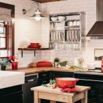 14 inšpirácií pre kuchyňu, kuchyňa s čiernou kuchynskou linkou a bielym obkladom