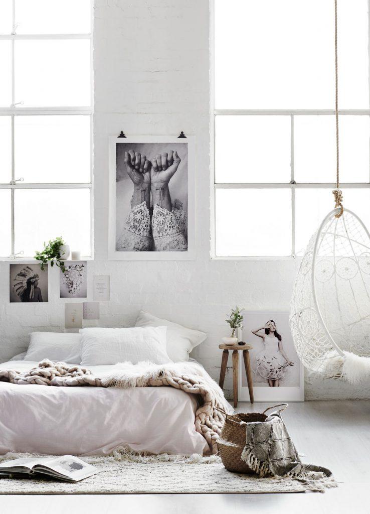 spálňa zariadená v škandinávskom štýle