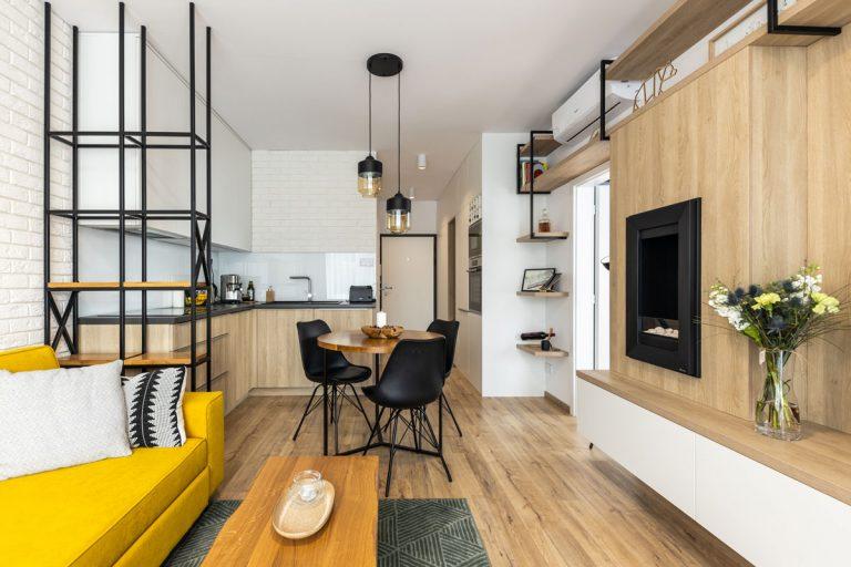Dizajn dvojizbového bytu inšpirovaný srdcom strojára (video)