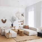 Obývačka zariadená prírodnými materiálmi