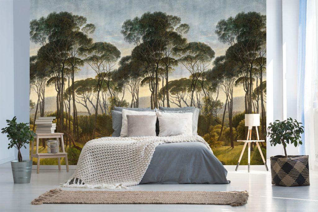 Spálňa s tapetou s motívom lesa