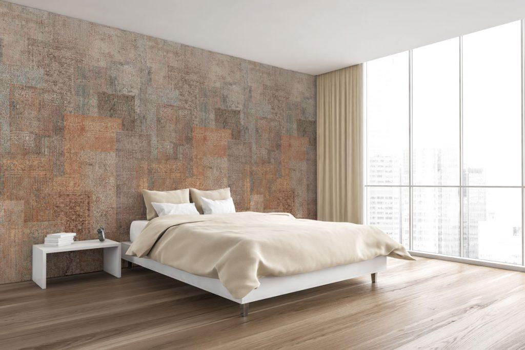 spálňa s metalickou tapetou