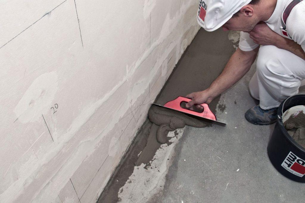 Lepenie keramických obkladov v kúpeľni: Vyrovnanie podkladu