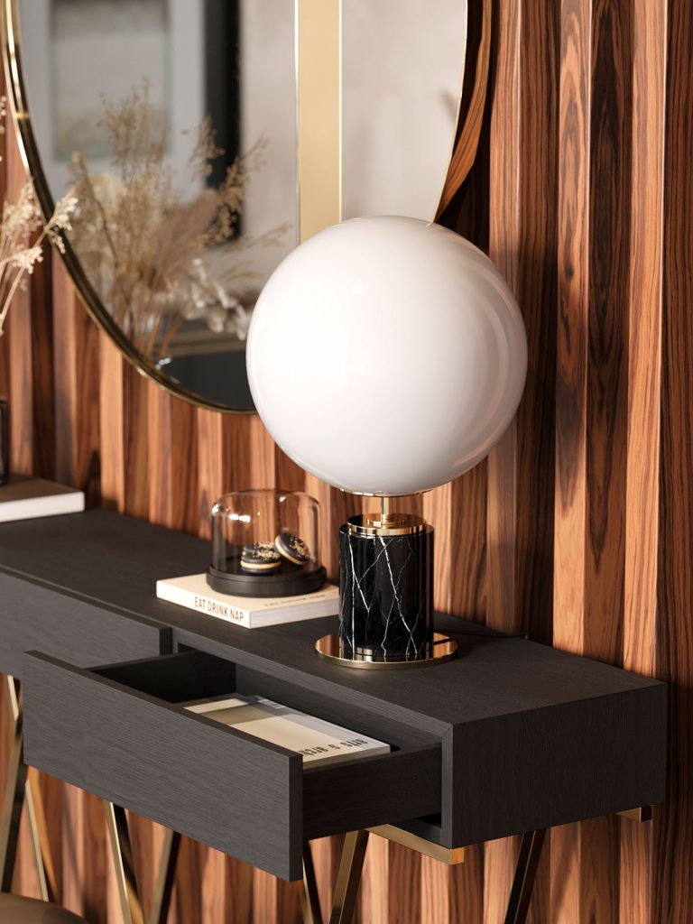 stena s dreveným obkladom a závesnou zásuvkou s elegantnou dizajnovou lampou