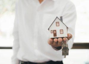 Koronakríza a vlastné bývanie: Oplatí sa kupovať alebo čakať? Spýtali sme sa odborníka