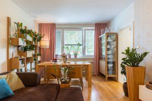 O domove s pozitívnou energiou. A prečo sa oplatí skladovať vzorky drevodekorov