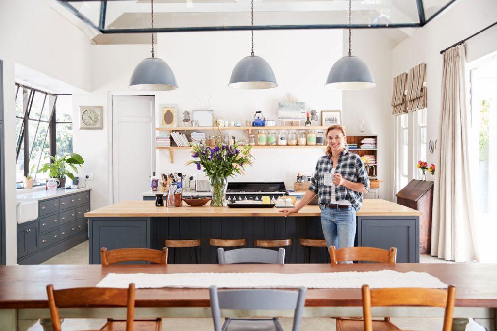 Ako si poradiť s otvoreným priestorom kuchyne a obývačky pri zariaďovaní?