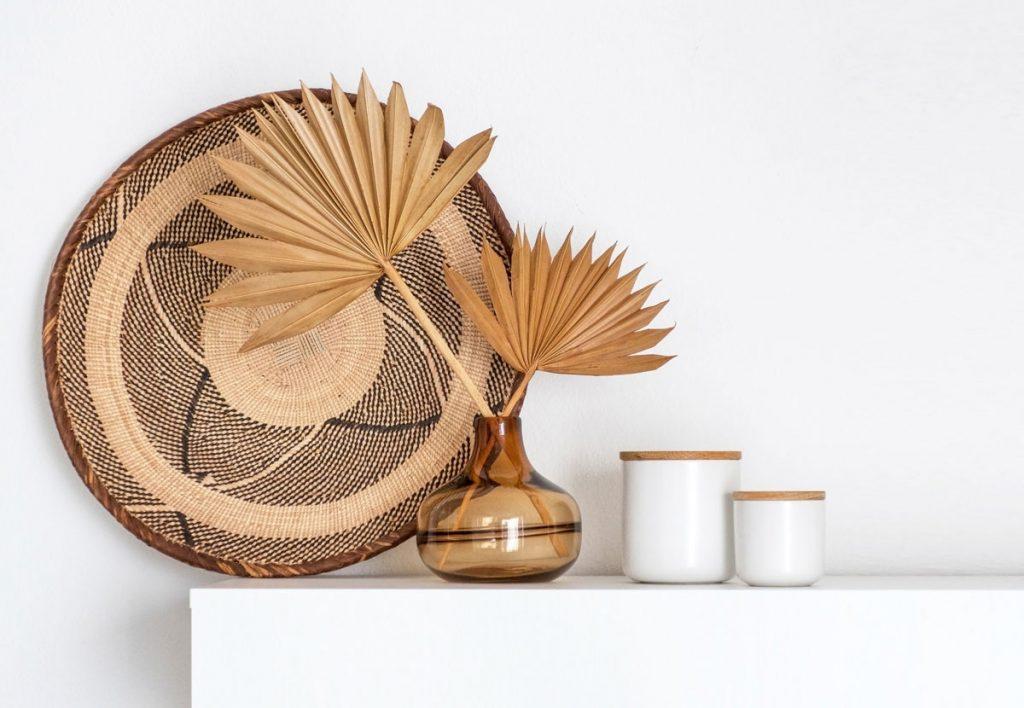 Prírodná dekorácia sušeného palmového listu vo váze