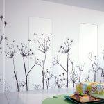 interiér s dverami so skrytou zárubňou s motívom rastlín