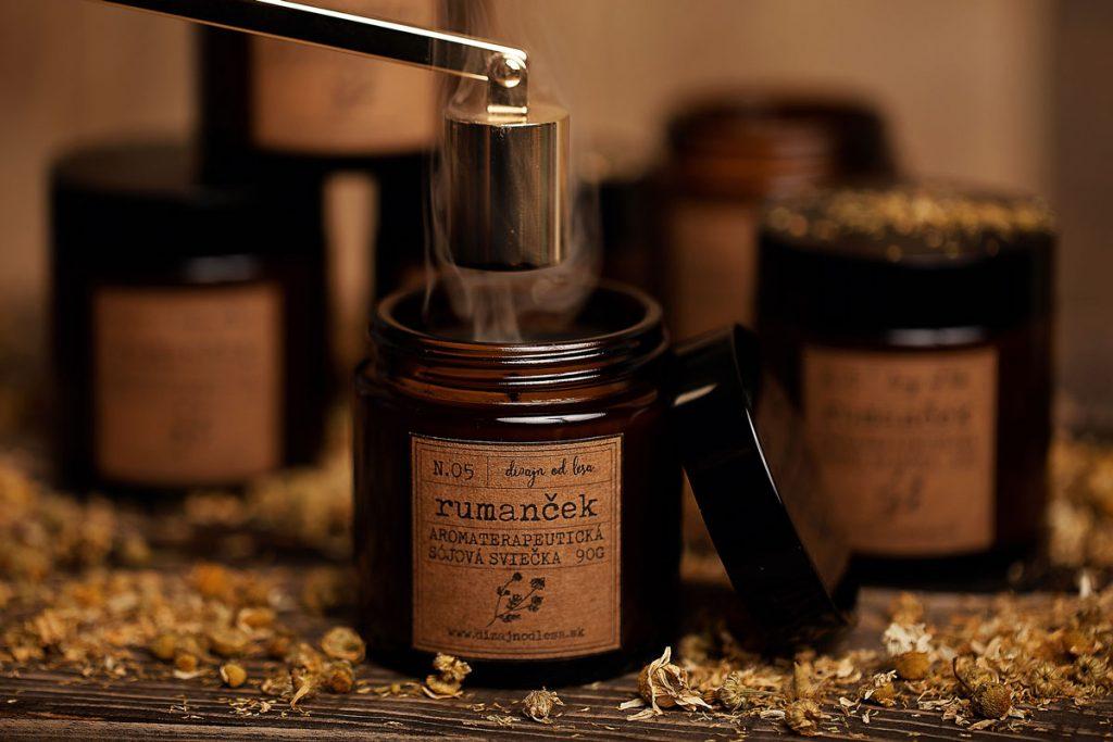 Rumančeková aromaterapeutická sójová sviečka v skle