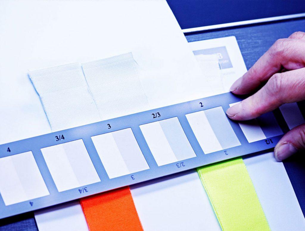 Stupnica na hodnotenie farebnej stálosti poťahu