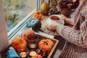 Nechajte zhon a jesennú nepohodu za dverami. Nastal čas zútulňovania vášho domova