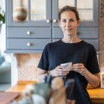 Monika Belanová v kuchyni svojho bytu