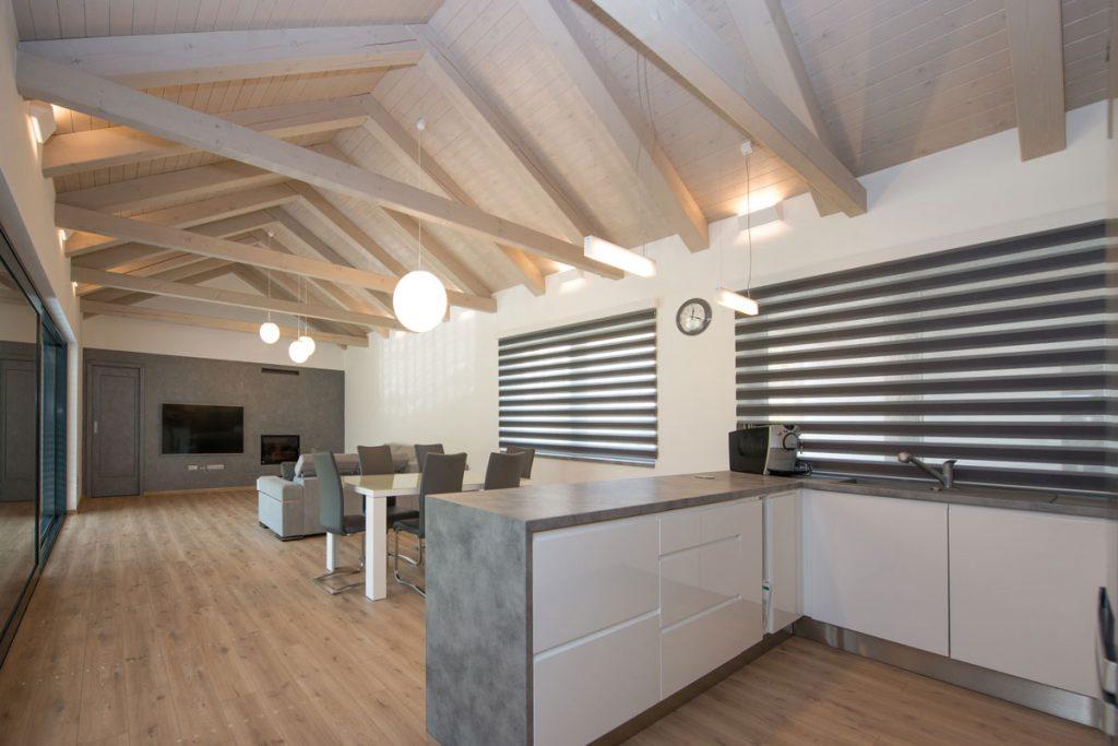 podkrovná kuchyňa s obývačkou